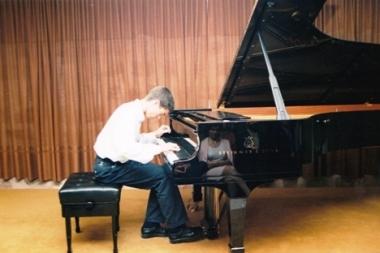 1.Premio en el Concurso Nacional de piano Marisa Montiel de Linares (Jaén), 1998